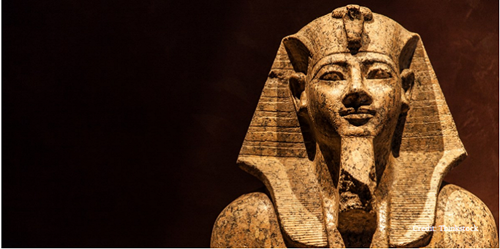 ai-cap-phat-hien-2-buc-tuong-vua-pharaoh-hon-3000-nam-tuoi