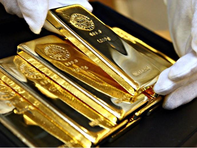 giá vàng trong nước leo dốc theo giá vàng thế giới.