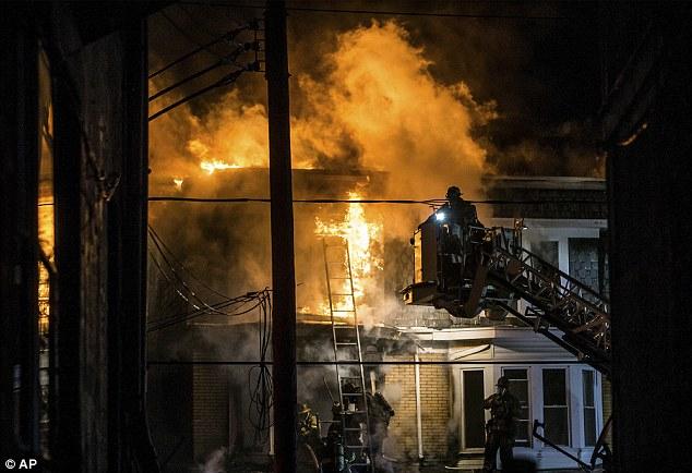 Ngôi nhà bốc cháy dữ dội sau khi chiếc xe điện cân bằng phát nổ lúc đang sạc điện. Ảnh: AP