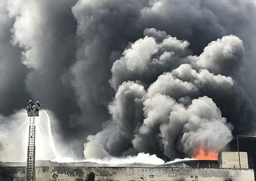 Cơ quan chức năng xác định vụ cháy nhà máy ở Cần Thơ do chập điện. Ảnh: Vnexpress