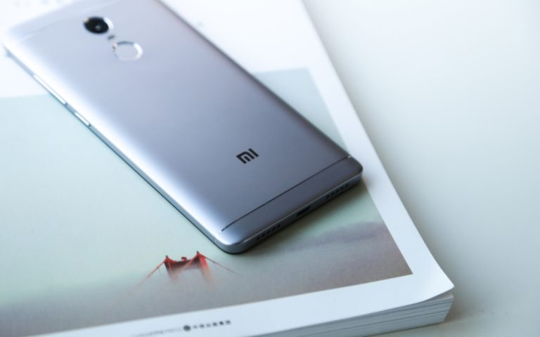 smartphone-dep-mat-gia-gan-399-trieu-cua-xiaomi-moi-ban-tai-viet-nam-co-gi-hay