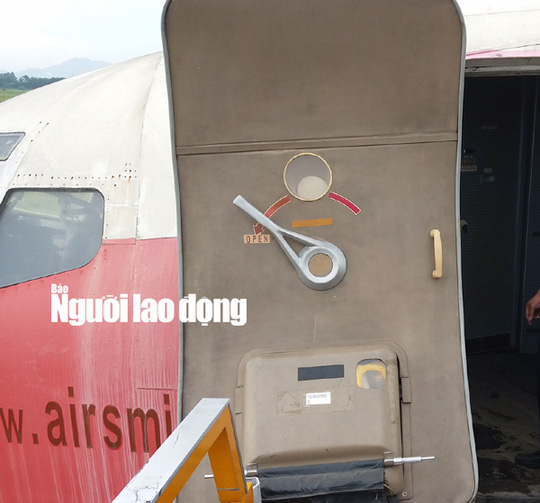 xem-noi-that-may-bay-boeing-727-200-bi-bo-roi-10-nam-o-noi-bai
