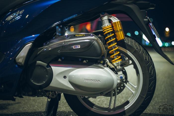 can-canh-honda-sh300i-len-do-choi-hang-hieu-cua-biker-viet