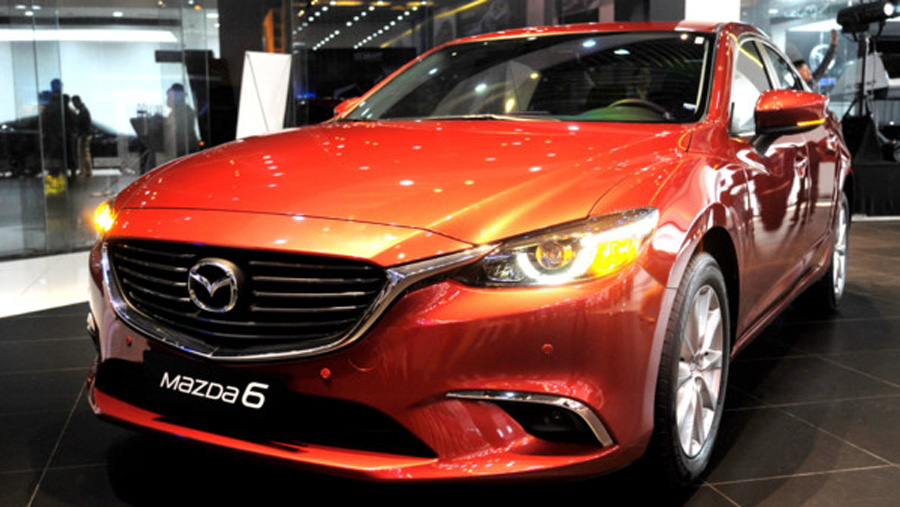 thang-102017-mazda-6-giam-gia-khung-quyet-chien-voi-toyota-camry