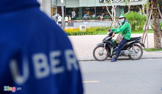 ha-noi-yeu-cau-uber-grab-cong-khai-so-luong-xe-va-doanh-thu-truoc-3010