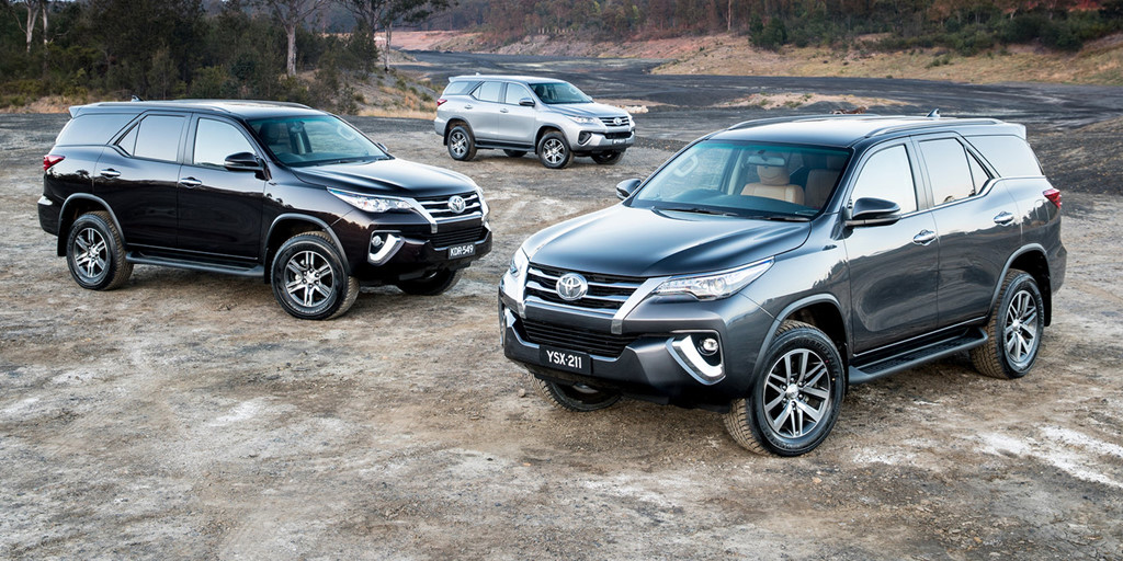 thi-truong-o-to-thang-10-cac-phien-ban-toyota-fortuner-2018-dong-loat-giam-gia-khung