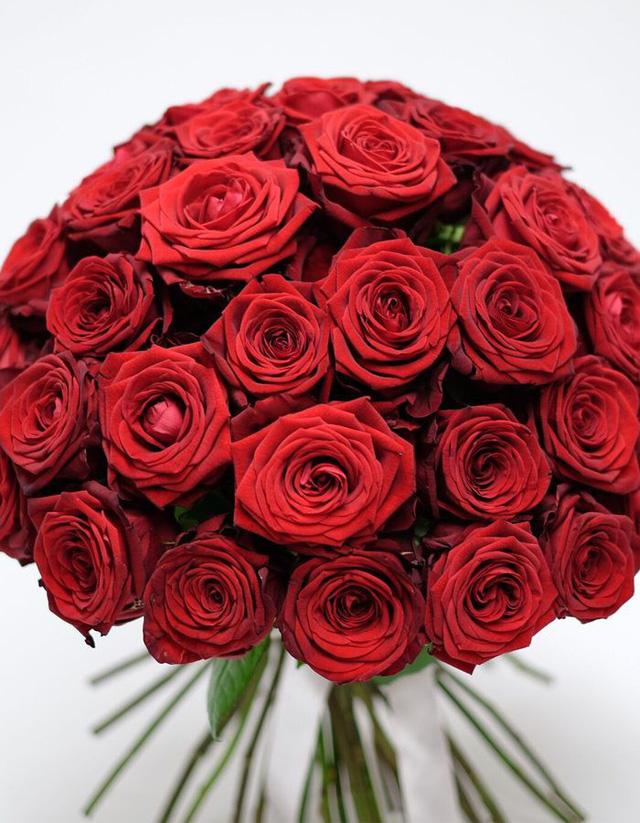dai-gia-mua-bo-hong-gia-gan-160-trieu-dong-tang-nguoi-yeu-dip-le-valentine