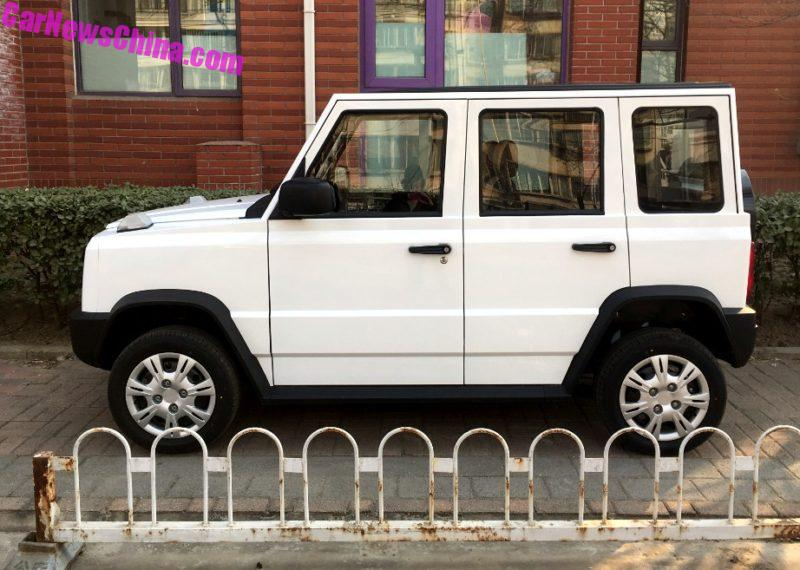o-to-dia-hinh-dien-made-in-china-nhai-mercedes-benz-g-class-gia-chi-821-trieu-dong