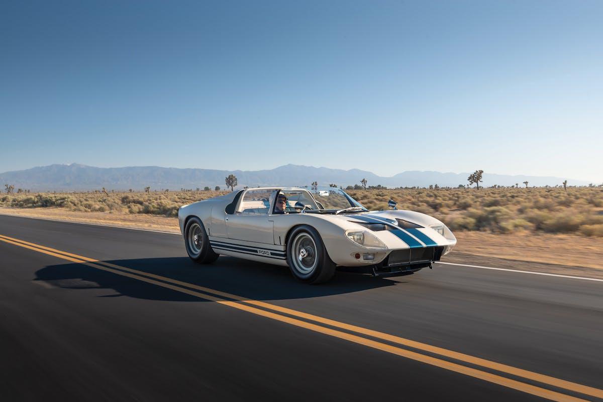 sieu-xe-ford-gt40-roadster-chuan-bi-len-san-dau-gia-du-kien-thu-ve-9-trieu-usd