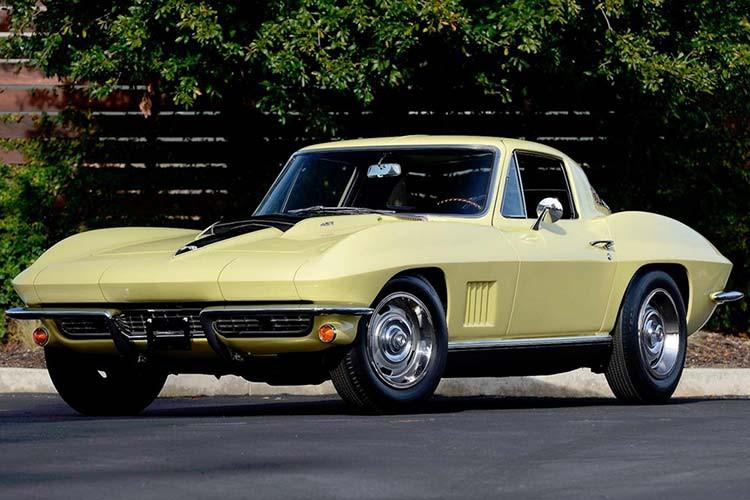 soi-chiec-o-to-chevrolet-corvette-1967-hang-hiem-sieu-doc-tri-gia-gan-100-ty
