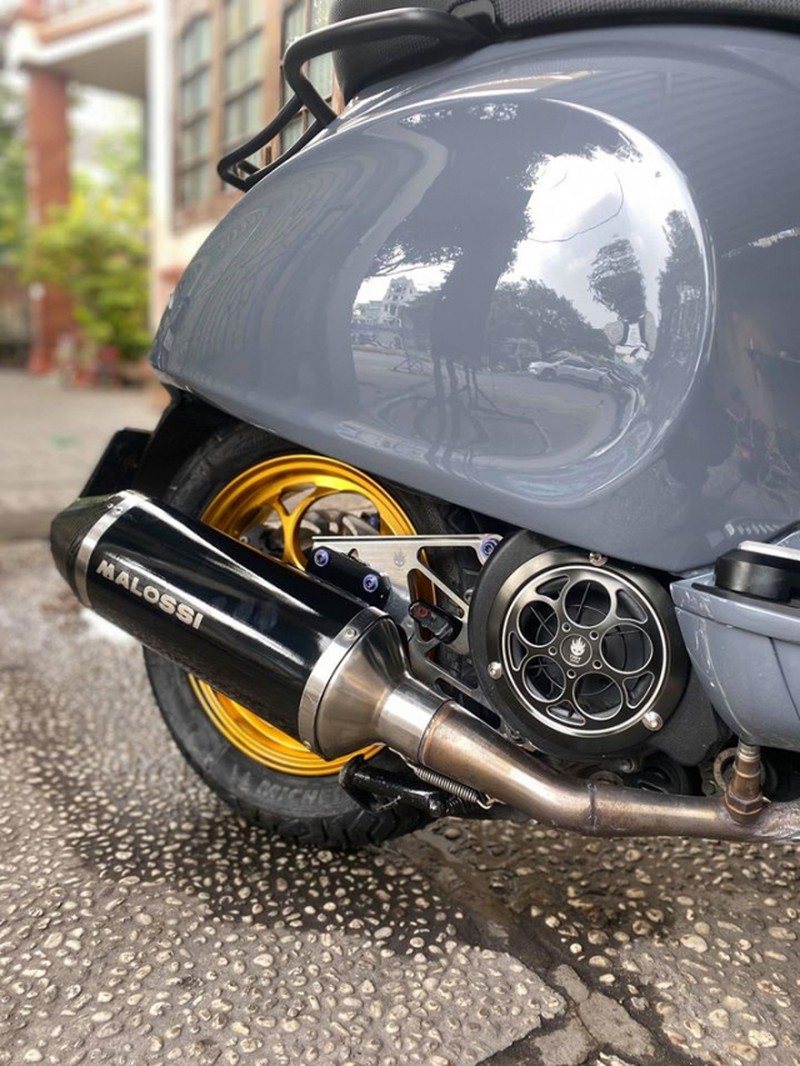 an-tuong-voi-chiec-vespa-gts-300-hpe-do-tang-hieu-nang-cua-biker-tphcm