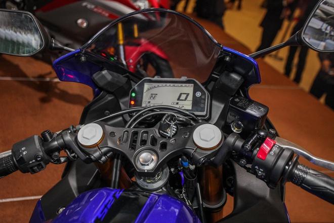 ngam-mau-sportbike-yzf-r25-2020-gia-gan-112-trieu-dong-moi-cua-yamaha