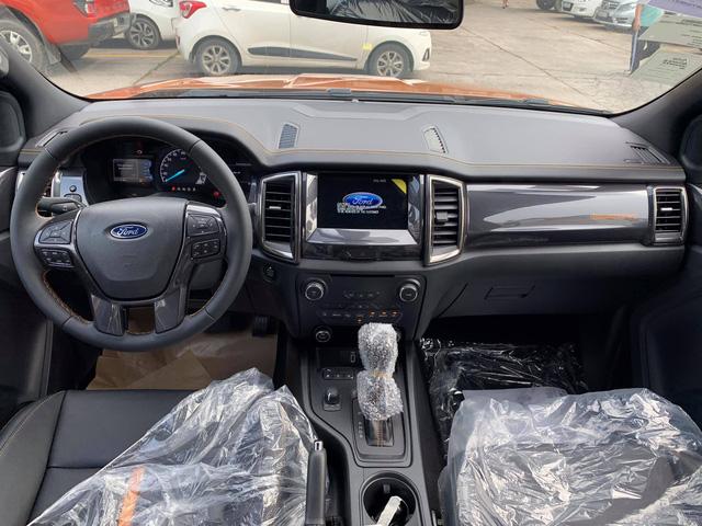 ford-ranger-2021-bat-ngo-ve-viet-nam-cat-giam-trang-bi-gia-ban-tang