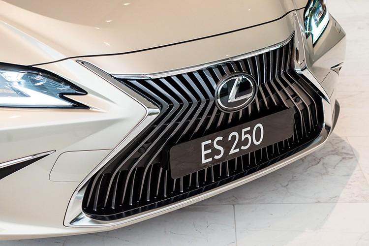 lexus-es-2021-gia-tu-254-ty-dong-ngoai-hinh-sac-net-cong-suat-toi-da-204-ma-luc