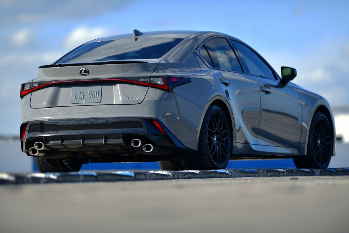 lexus-is-500-f-sport-performance-launch-edition-2022-ra-mat-mau-son-doc-dong-co-472-ma-luc