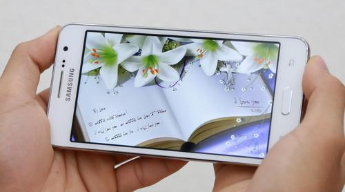 Mua smartphone giá rẻ Galaxy Grand Prime để thỏa sức chụp ảnh tự sướng