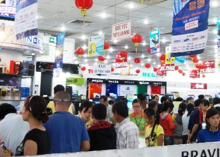 Nhiều siêu thị điện máy như Pico, Media Mart, HC tổ chức các chương trình khuyến mãi giảm giá nhằm kích cầu tiêu dùng nhân dịp Quốc khánh 2/9