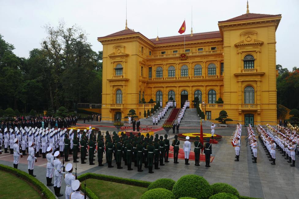 Chủ tịch nước Trần Đại Quang và Tổng thống Mỹ trong nghi lễ tiếp đón tại Phủ Chủ Tịch