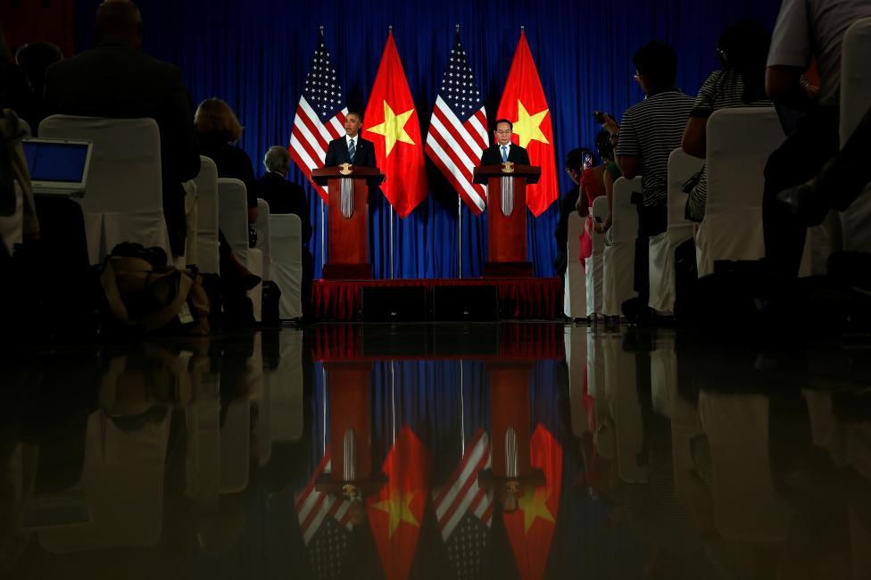 Tổng thống Mỹ Obama dự buổi họp báo với Chủ tịch nước Trần Đại Quang tại Phủ Chủ tịch – Hà Nội vào ngày 23/5