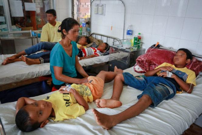Các bệnh nhân tại xã Đray Sáp (Krông Ana, Đắk Lắk) trong vụ ngộ độc nấm được điều trị tại Bệnh viện Đa khoa tỉnh Đắk Lắk