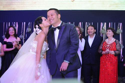 Họ đã trải qua chuyện tình 10 năm trước khi tổ chức đám cưới