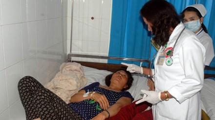 Bệnh nhân bị ngộ độc đang được điều trị tại bệnh viện. Ảnh: VOV
