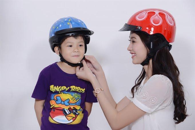 Có nhiều mẫu mũ bảo hiểm cho cả người lớn và trẻ em