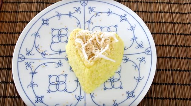 Cùng bắt tay vào làm món xôi sầu riêng ăn quên sầu nhé