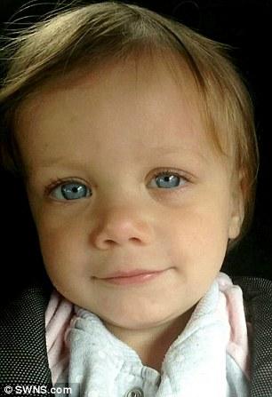 Hình ảnh bé trước khi bị bỏng vì viên thuốc tẩy rửa