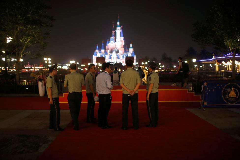 Disney cũng không thể một mình gặt hái thành công. Thực tế, khu vui chơi này có sự liên doanh với tập đoàn Shendi với 57% cổ phần.