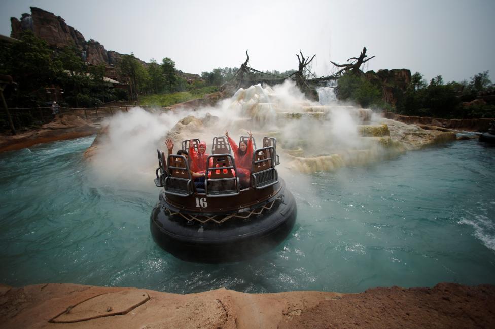 Công viên được mở ra nhằm vào đối tượng là tầng lớp trung lưu và nền du lịch đang phát triển của Trung Quốc. Chi phí đầu tư ước tính là 5,5 tỷ đôla.