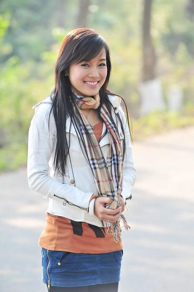 Trong phần I của bộ phim truyền hình dành cho tuổi teen Nhật ký Vàng Anh, Minh Hương được chọn vào vai chính - Vàng Anh. Khi được mời vào nhân vật Vàng Anh, Minh Hương (sinh năm 1986) khi ấy tròn 20 tuổi và đang theo học Nhạc viện Hà Nội. Dường như, với vẻ trong sáng của Minh Hương đã giúp nhân vật Vàng Anh trở thành nhân vật được yêu mến trên màn ảnh nhỏ, vào thời điểm đó.
