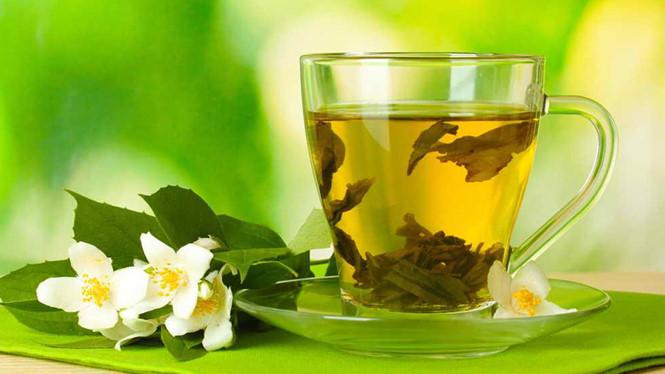 Không lo thấp khớp nhờ uống trà xanh mỗi ngày