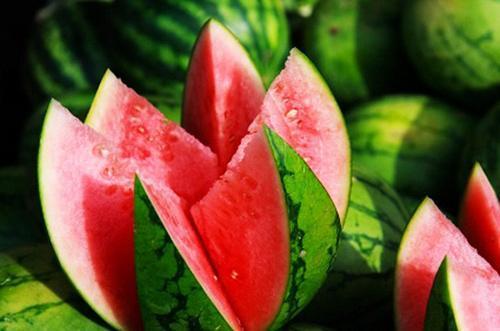 Dưa hấu là loại trái cây rất được ưa chuộng bởi vị ngọt mát của nó. Tại xã Thanh Trì, huyện Châu Thành của Long An có loại dưa hấu rất nổi tiếng bởi vị ngọt thanh, ruột đỏ, vỏ mỏng và bảo quản được rất lâu. Du khách có dịp nên dùng thử loại dưa hấp dẫn này.