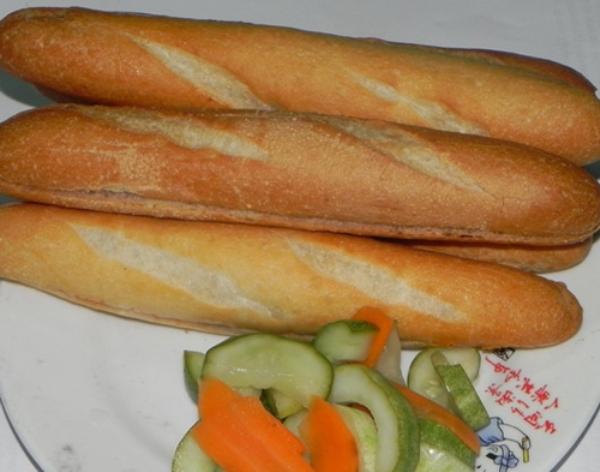 Đến với Nam Định, ngoài những thứ quà nổi tiếng như bánh gai Bà Thi, bánh nhãn Hải Hậu; các món ăn ngon đặc biệt như phở, bún chả, bánh cuốn, thịt chó… du khách còn được thưởng thức một loại quà nữa, rất bình dân nhưng lại là một đặc trưng ẩm thực của thành Nam mà không phải nơi nào cũng có.