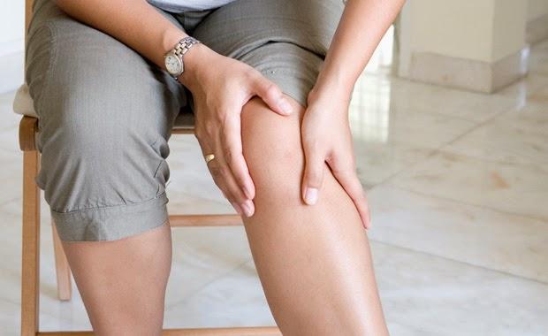 Bệnh viêm khớp không chỉ là vấn đề của riêng người già mà tuổi trẻ cũng dễ mắc phải.