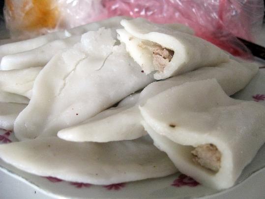 Bánh tai là một đặc sản mà hầu như làng quê Phú Thọ nào cũng có, đặc biệt là thị xã Phú Thọ. Sở dĩ có tên là bánh tai vì hình dáng chiếc bánh khi hoàn thành rất giống với tai. Nguyên liệu để làm món bánh tai rất đơn giản, chỉ cần gạo tẻ, thịt lợn và gia vị là có thể làm được.