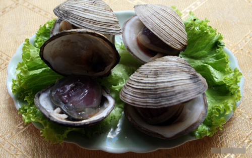 Ngán có thể chế biến được nhiều món như: Nướng, hấp, nấu cháo, xào với mì hay rau cải. Nói chung gọi là ngán nhưng ko ngán chút nào. Với các du khách nam thường khoái khẩu món rượu ngán. Rượu ngán có mùi thơm rất riêng của biển. Các món từ ngán khá phổ biến tại các nhà hàng, quán ăn tại Hạ Long, Quảng Ninh.