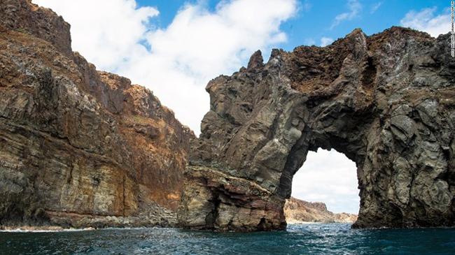 Quần đảo Revillagigedo, Mexico: Quần đảo này là một phần của dãy núi chìm dưới biển, với 4 đảo Socorro, San Benedicto, Roca Partida và Clarión. Đây là nơi sinh sống của các loài chim biển và động vật hoang dã.
