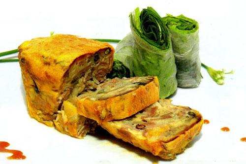 Một  món ăn ngon ở Tiền Giang không thể không nhắc tới là món chả nướng, đặc biệt là chả nướng chợ Gạo. Món ăn được chế biến từ những nguyên liệu tươi ngon như trứng vịt ăn lúa, thịt nạc vai heo… vì món ăn được chế biến khá cầu kỳ nên thường được người dân trong vùng dành làm trong các dịp giỗ chạp, lễ tết. Công đoạn để chế biến món chả nướng phải trải qua nhiều công đoạn. Thịt nạc heo sau khi luộc, thái lát mỏng và ướp cùng với hành, tỏi phi thơm. Sau đó, thịt heo được cho vào tô lớn, đánh tan cùng trứng vịt, tiêu, nước mắm, hạt nêm. Để nướng chả, người ta thường dùng nồi gang và nướng trên bếp than hồng vì nồi gang giữ nhiệt lâu mà nên chả chín đều.