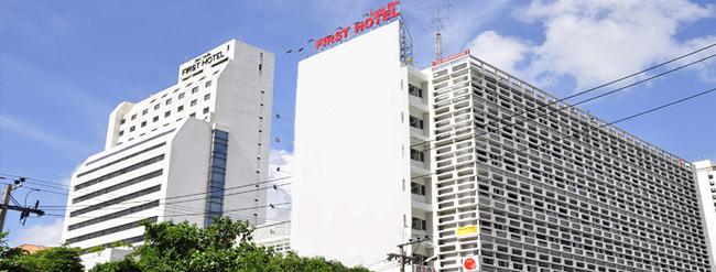 Khách sạn First, Bangkok, Thái Lan: đây là khách sạn khá nổi tiếng, xung quanh khách sạn là các cửa hàng mua sắm như MBK. Tuy nhiên, theo nghiên cứu qua các cuộc phỏng vấn và các nhận xét trên mạng xã hội, thì thấy khách sạn có nhiều vấn đề. Một vụ cháy lớn đã phá hủy một phần khách sạn vào những năm 80. Xác của một ca sĩ người Singapore, có tên là Shi No đã được tìm thấy trong hộp đêm của khách sạn.