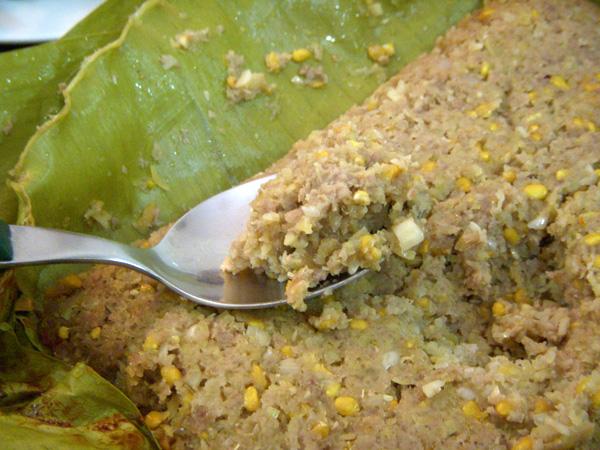 Miền Tây nước quanh năm nên phong phú các loại cá làm nguyên liệu mắm bò hóc, được người Khmer xem như đặc sản đãi khách quý. Từ loại mắm này, người ta có thể chế biến thành nhiều món ngon khác. Món nhanh nhất và nguyên chất nhất là mắm sống trộn với chanh, ớt, tỏi thêm chút đường gia giảm độ mặn, tăng thêm quyến rũ cho món ăn.  Mắm bò hóc pha ăn kèm với các loại rau, quả như khế, chuối chát, rau thơm, lá xoài non, đọt cóc hay cải sống, đậu ớt, dưa leo, cà rừng. Vừa gắp miếng rau củ, vừa gạt kèm miếng mắm bò hóc đậm đà ăn cơm ngày mưa là dấu ấn tuổi thơ của nhiều người. Vị beo béo, mặn mà, mùi hương riêng khác như cái tình của vùng đất này, giản đơn nhưng sâu nặng. Người Trà Vinh dù có đi bao xa, đến đâu cũng không thể không nhớ đến mùi vị đặc biệt ấy mỗi ngày mưa trời có mưa lâm thâm.