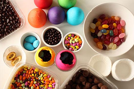 Để tránh giảm rối loạn nội tiết, hãy sử dụng những sản phẩm không nhuộm màu hoặc những thức ăn lấy màu từ rau, củ, quả.