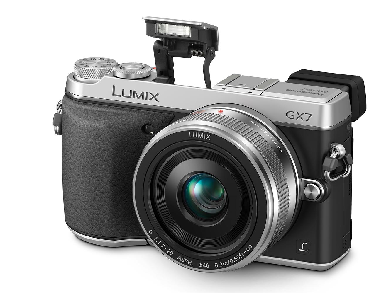 Panasonic Lumix DMC-GX7 là mẫu máy ảnh du lịch giá rẻ có kích thước nhỏ gọn, được bổ sung thêm kính ngắm điện tử