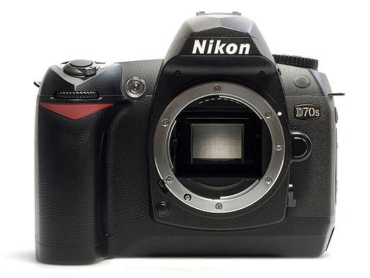 Máy ảnh DSLR giá rẻ đáng mua nhất Nikon D70s được trang bị chip xử lý hình ảnh cao cấp giúp tái tạo màu sắc sắc nét, cho hình ảnh đẹp
