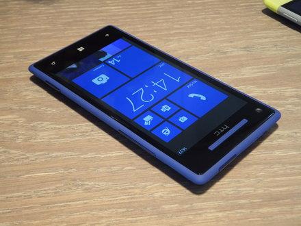 Smartphone giá rẻ nghe nhạc tốt HTC 8X là một model cũ nhưng được tích hợp công nghệ âm thanh của Beats