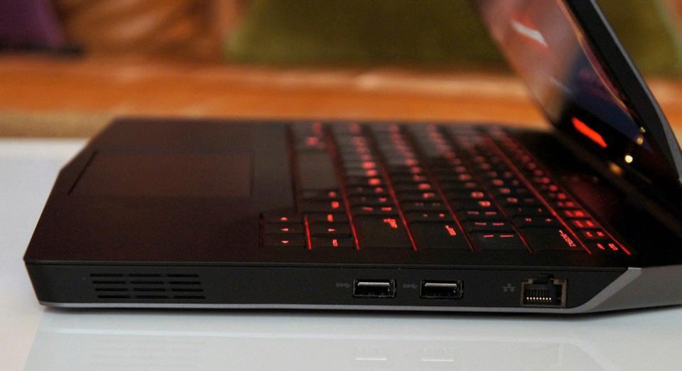 Dell Alienware 13 là laptop chơi game di động tốt nhất