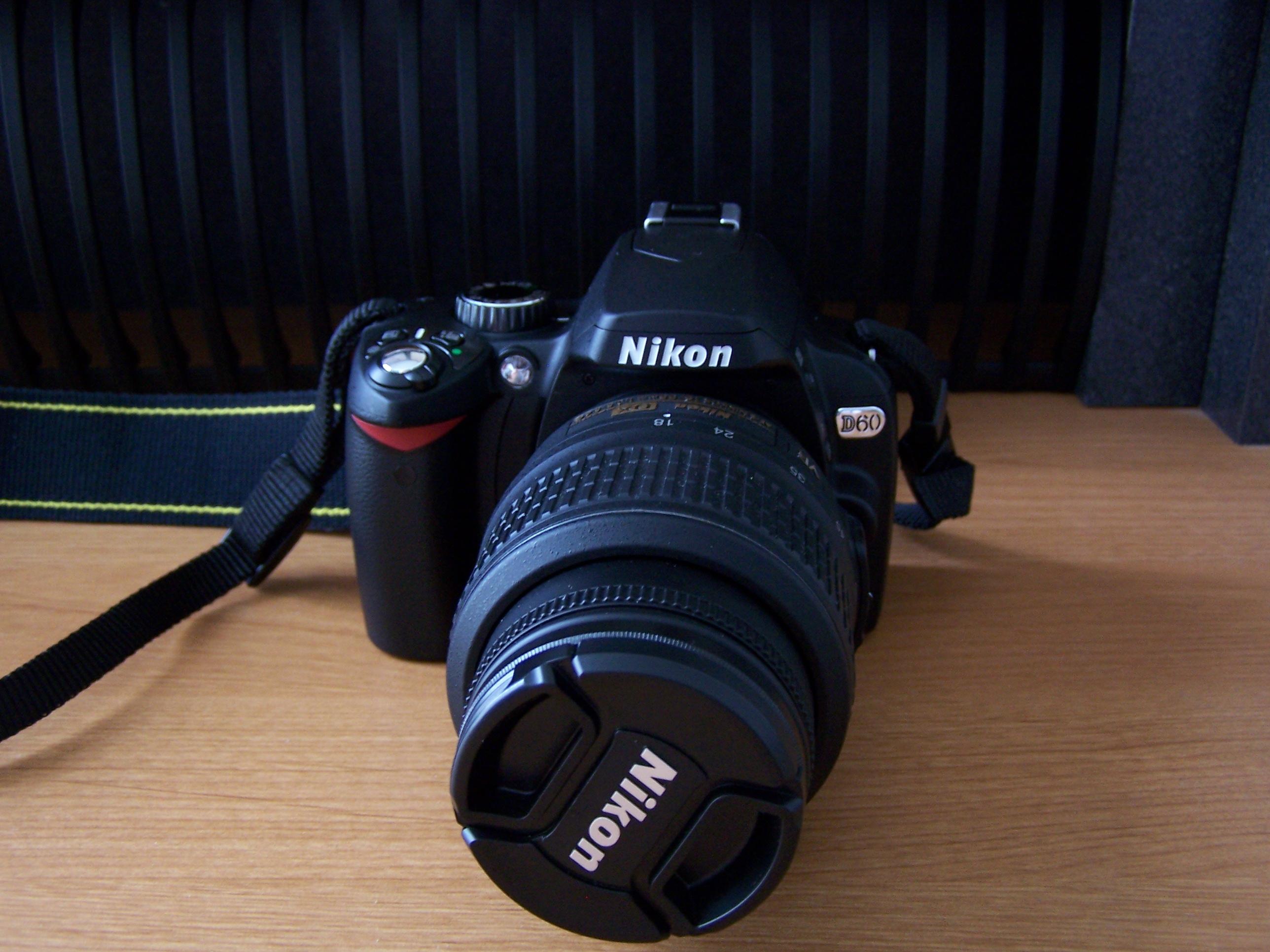 Nikon D60 có thiết kế gọn gàng và tiện dụng nhất cho người dùng