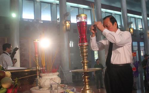 Bí thư Thành ủy TPHCM Lê Thanh Hải đã có mặt từ rất sớm dự lễ viếng bà Võ Thị Thắng.