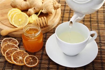 Trị chứng đầy hơi – công dụng hiệu quả không ngờ của nước mật ong ấm